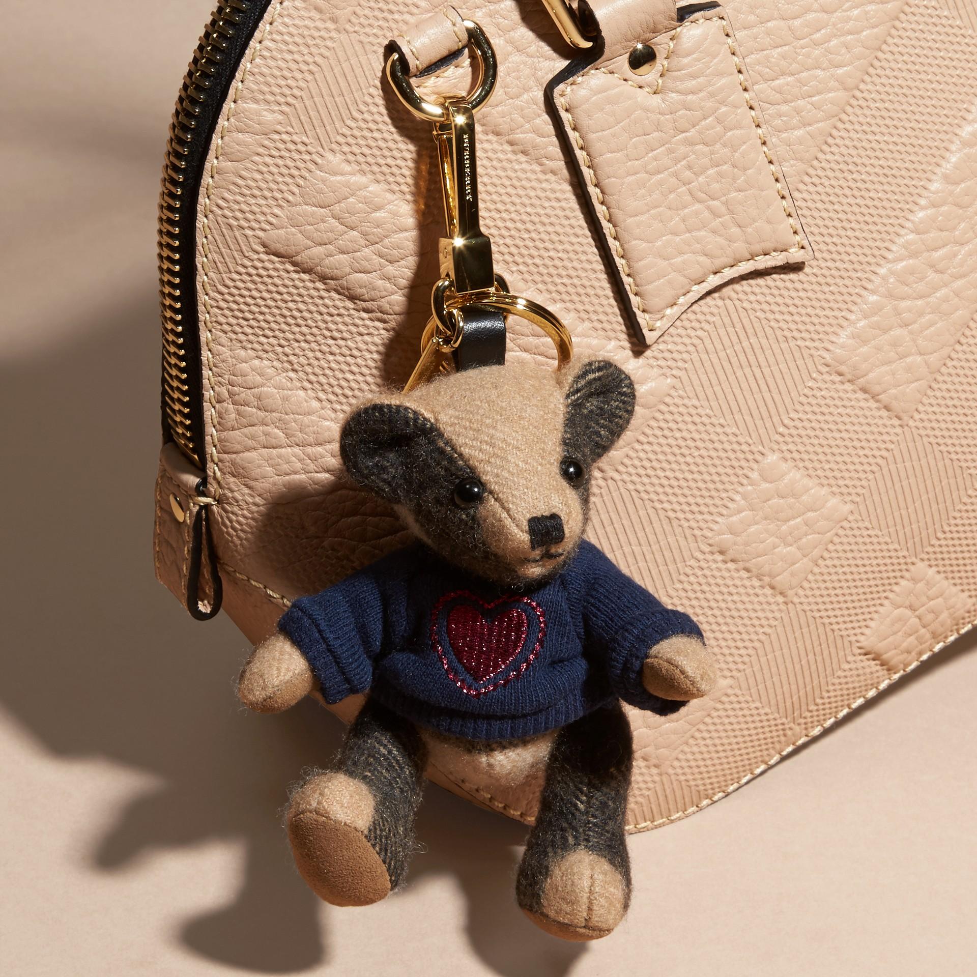 Chameau Bijou porte-clés Thomas Bear en cachemire à motif check - photo de la galerie 3