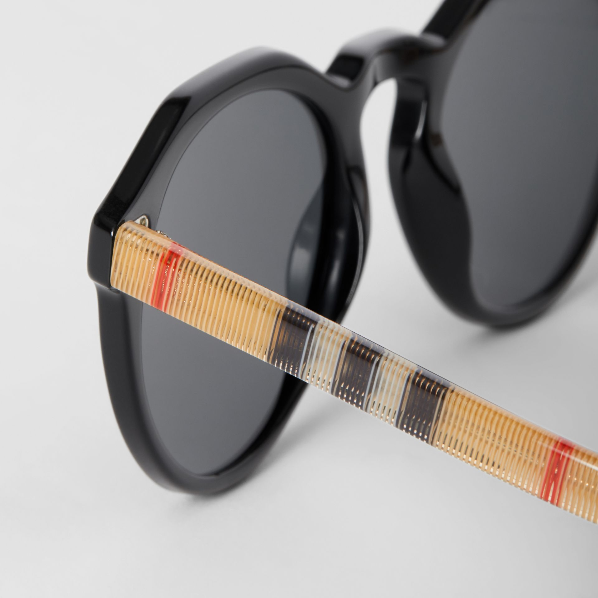 Vintage Check Detail Round Frame Sunglasses in Black/beige - Men | Burberry Canada - gallery image 1