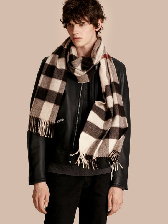 The Large Classic Cashmere Scarf in Check in Stone - cell image 3