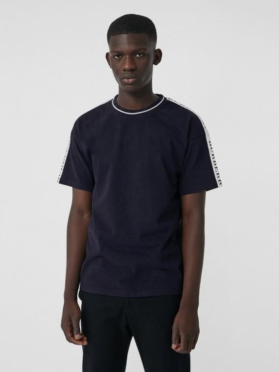 Camiseta de algodão com detalhe de listra (Azul Marinho Escuro)