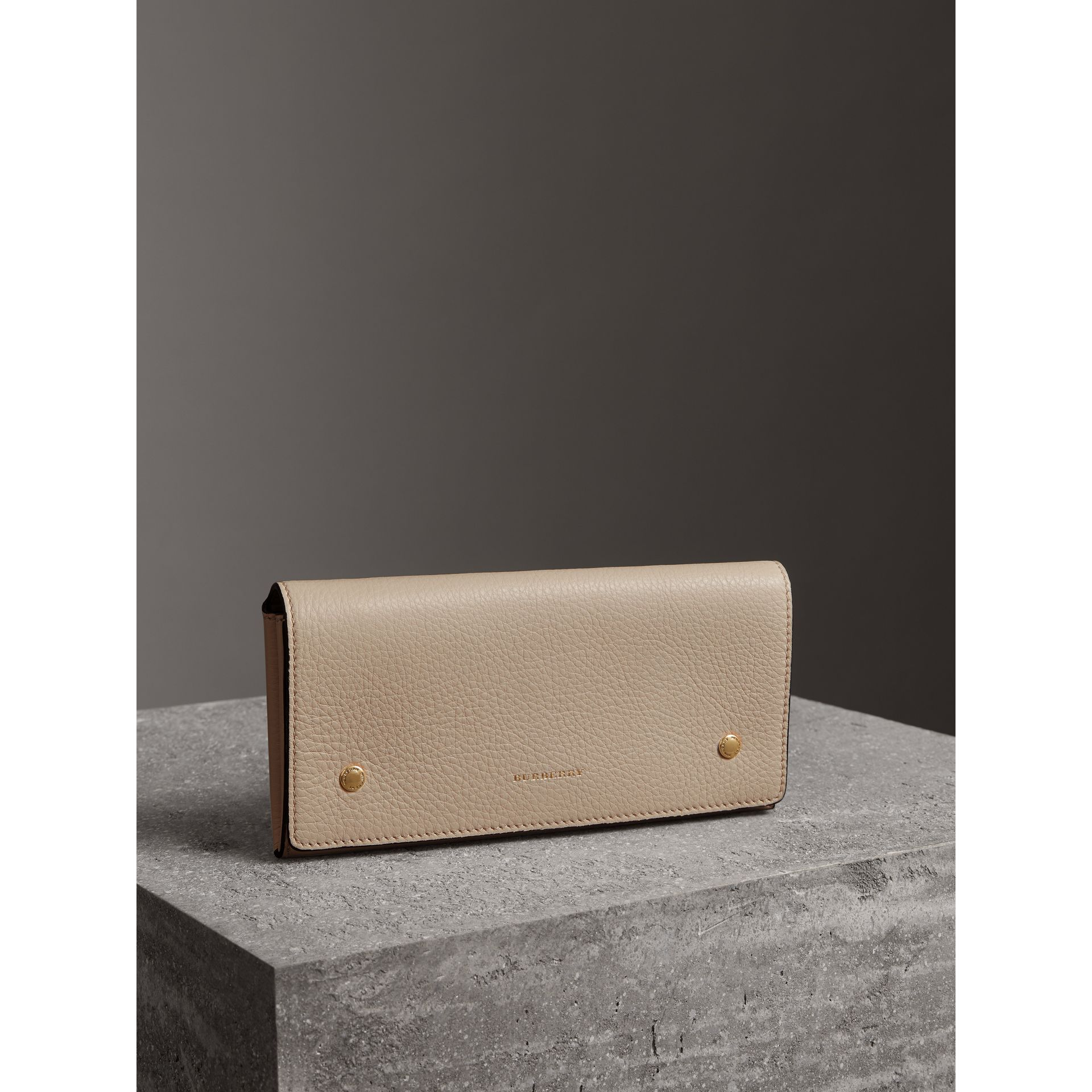 Two-tone Leather Continental Wallet in Limestone - Women | Burberry Hong Kong - gallery image 4
