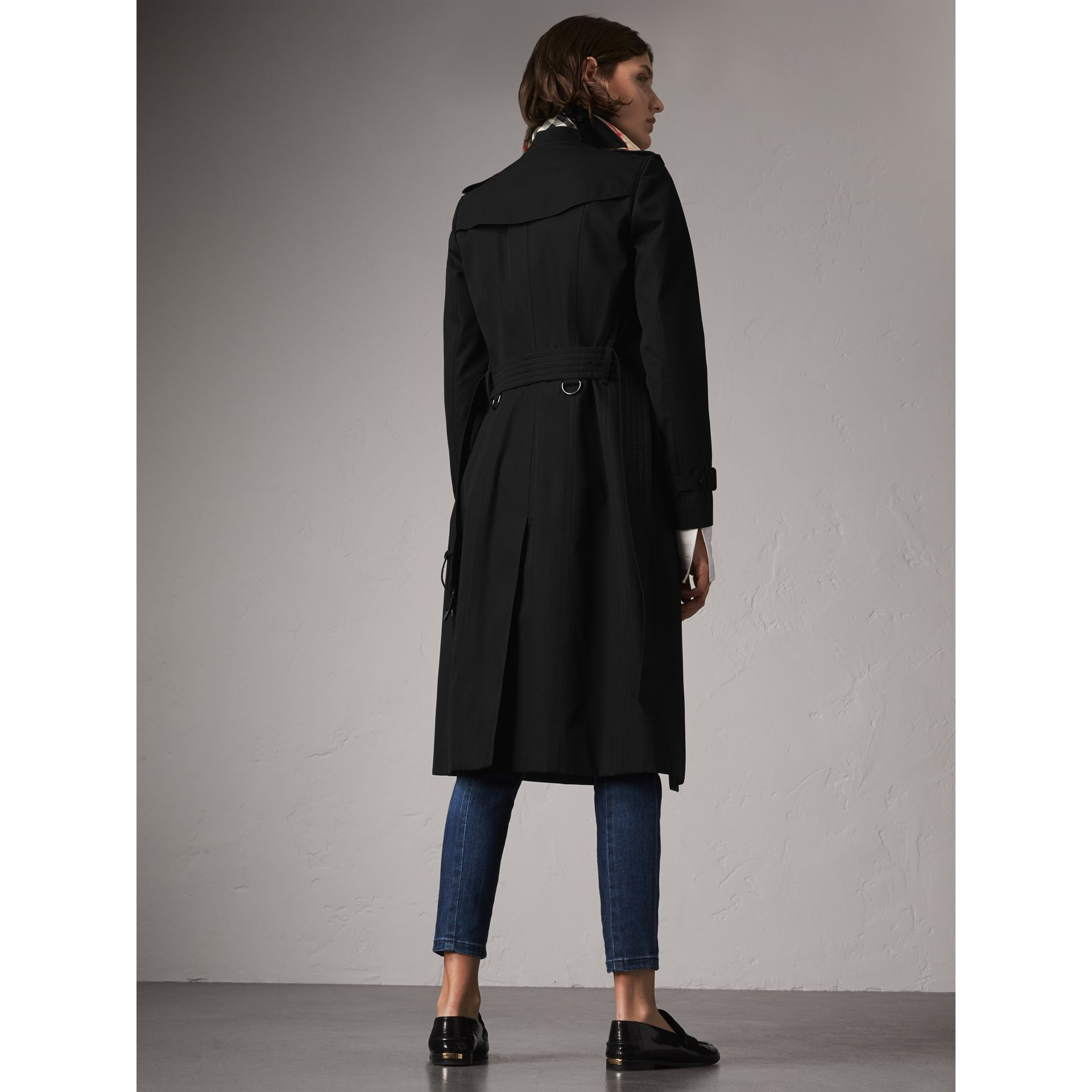 The Chelsea – Extra-long Heritage Trench Coat in Black - Women | Burberry - gallery image 3