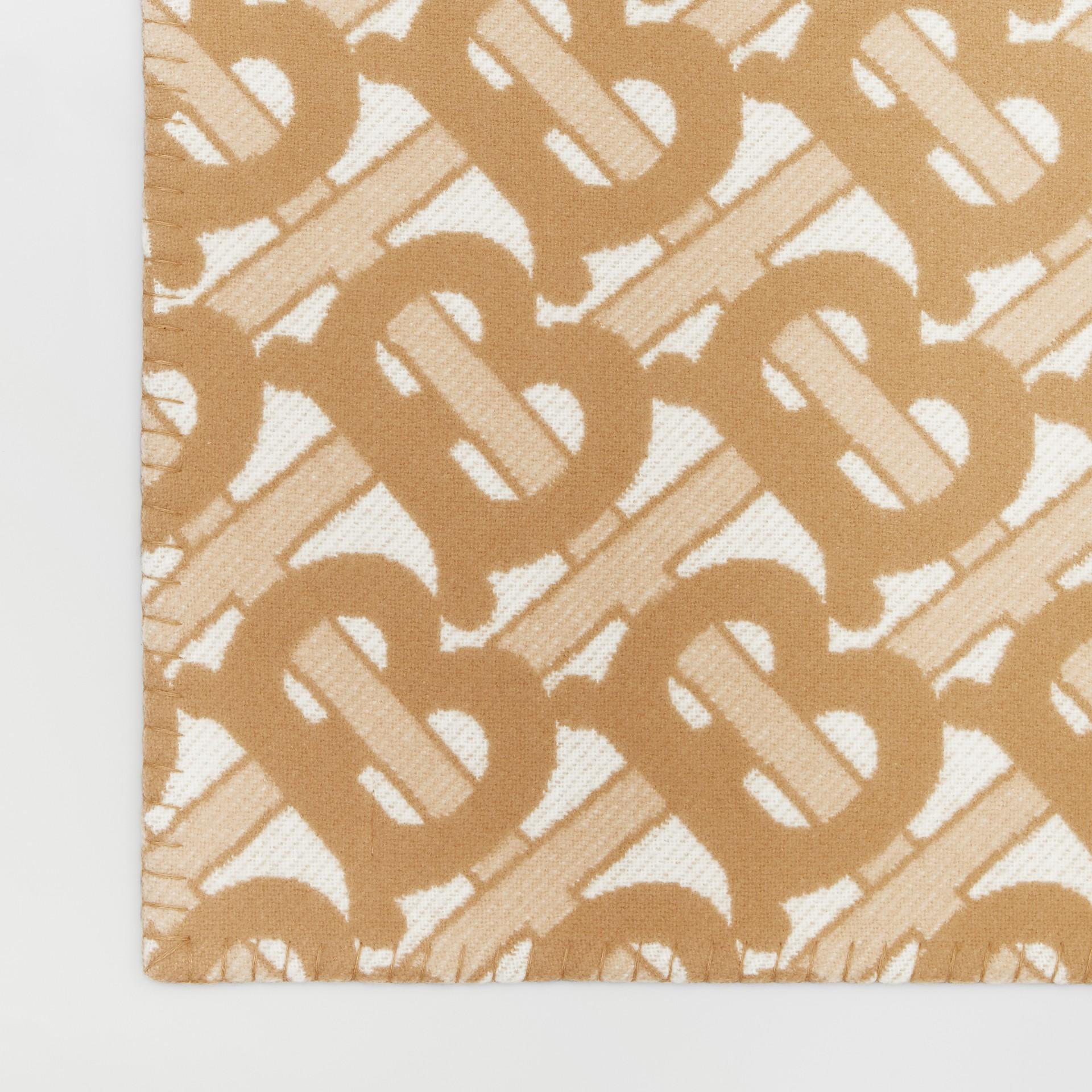 花押字圖案美麗諾羊毛喀什米爾毛毯 (淺沙色) | Burberry - 圖庫照片 1