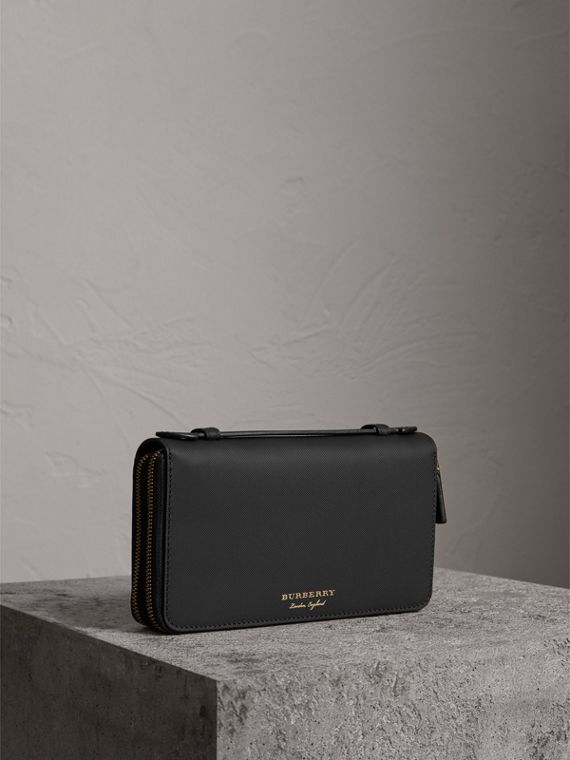 Trench Leather Travel Wallet in Black
