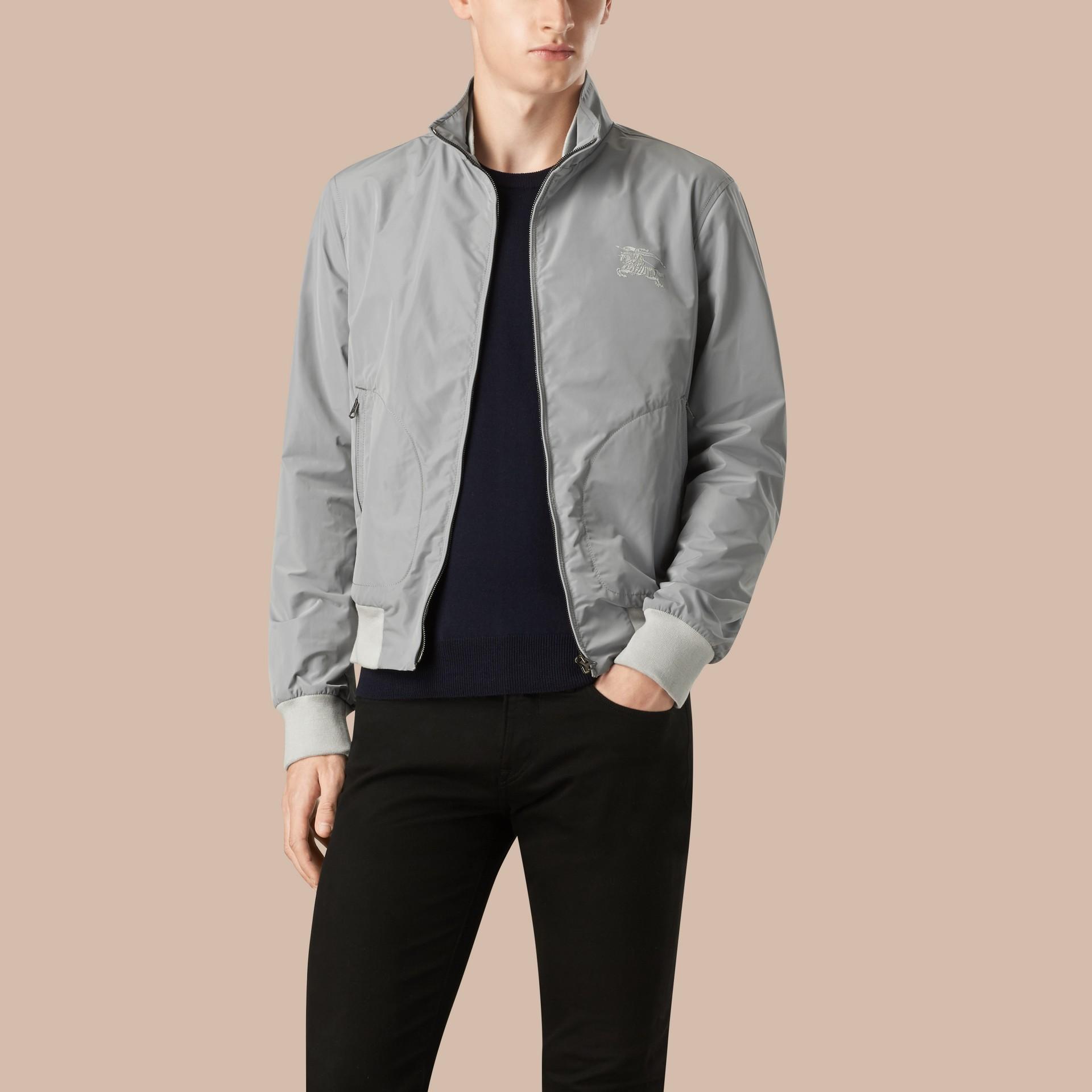 Hellgrau Packbare Jacke mit Frontreißverschluss - Galerie-Bild 1