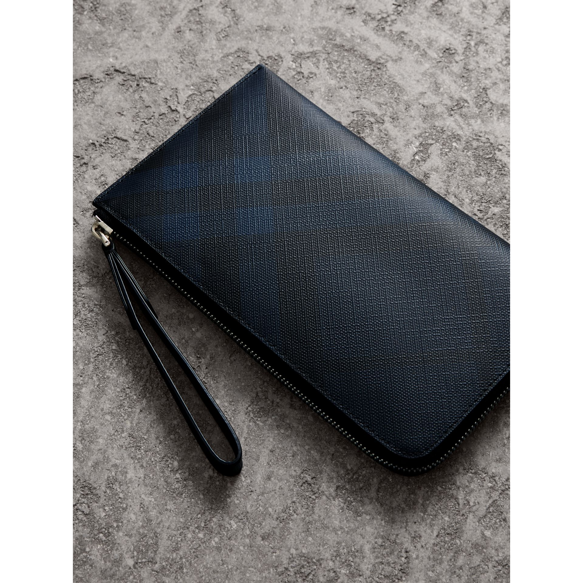 London Check Travel Wallet in Navy/black - Men | Burberry - gallery image 2