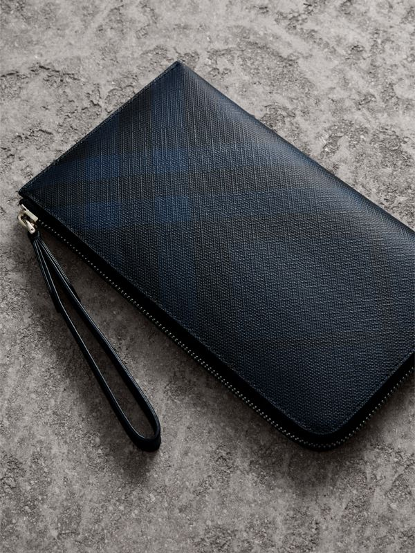 London Check Travel Wallet in Navy/black - Men | Burberry United States - cell image 2