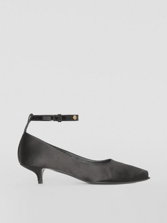 Peeptoe-Pumps aus Satin mit Kitten-Heels (Schwarz)