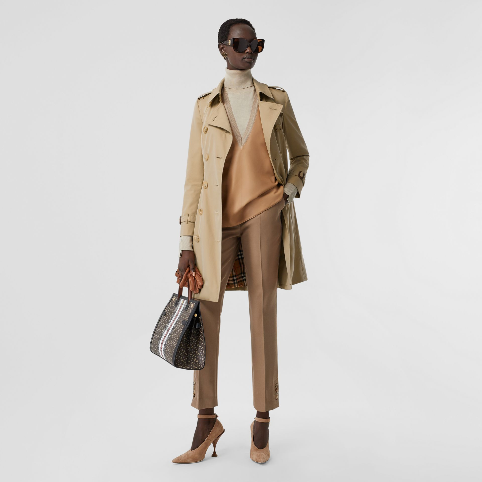 The Mid-length Chelsea Heritage Trench Coat in Honey | Burberry Canada - gallery image 0