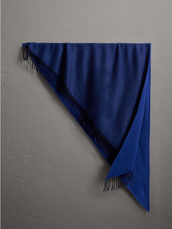 The Burberry Bandana in cashmere (Navy/zaffiro)