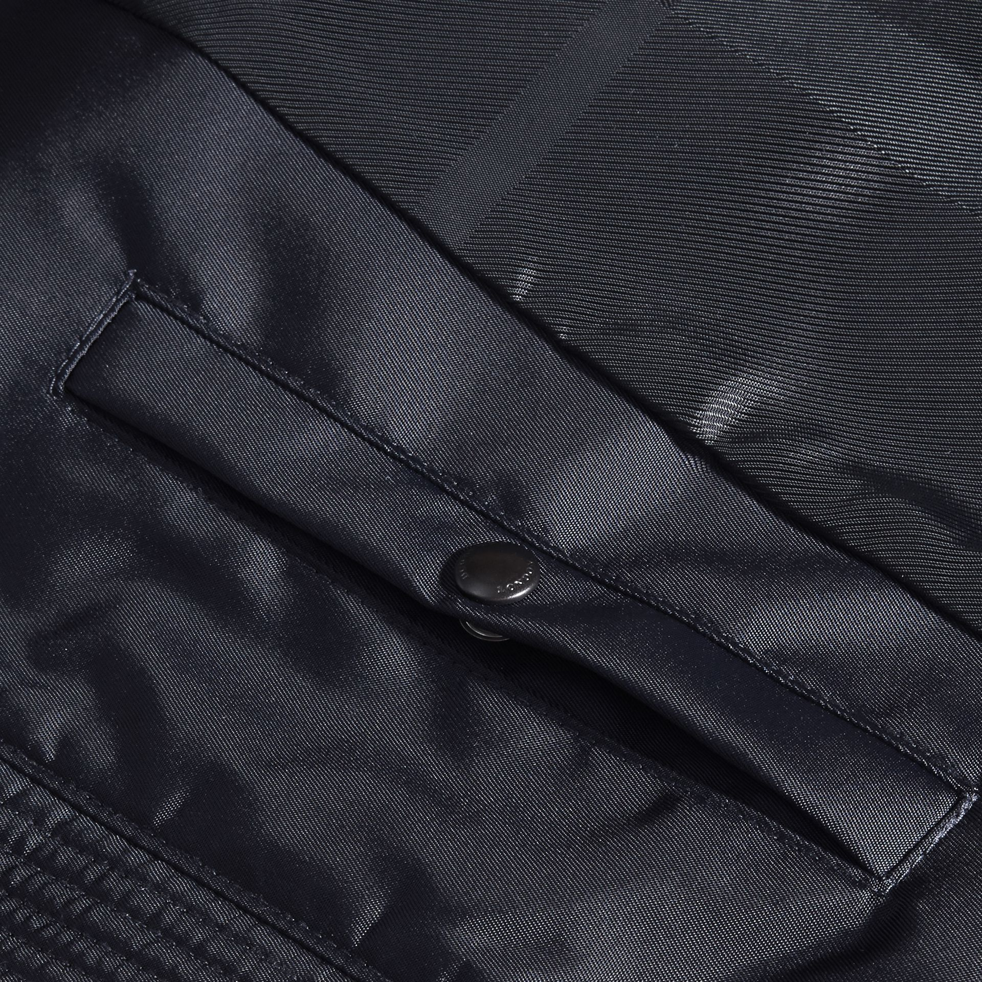 Marine Veste en tissu technique à capuche repliable - photo de la galerie 2