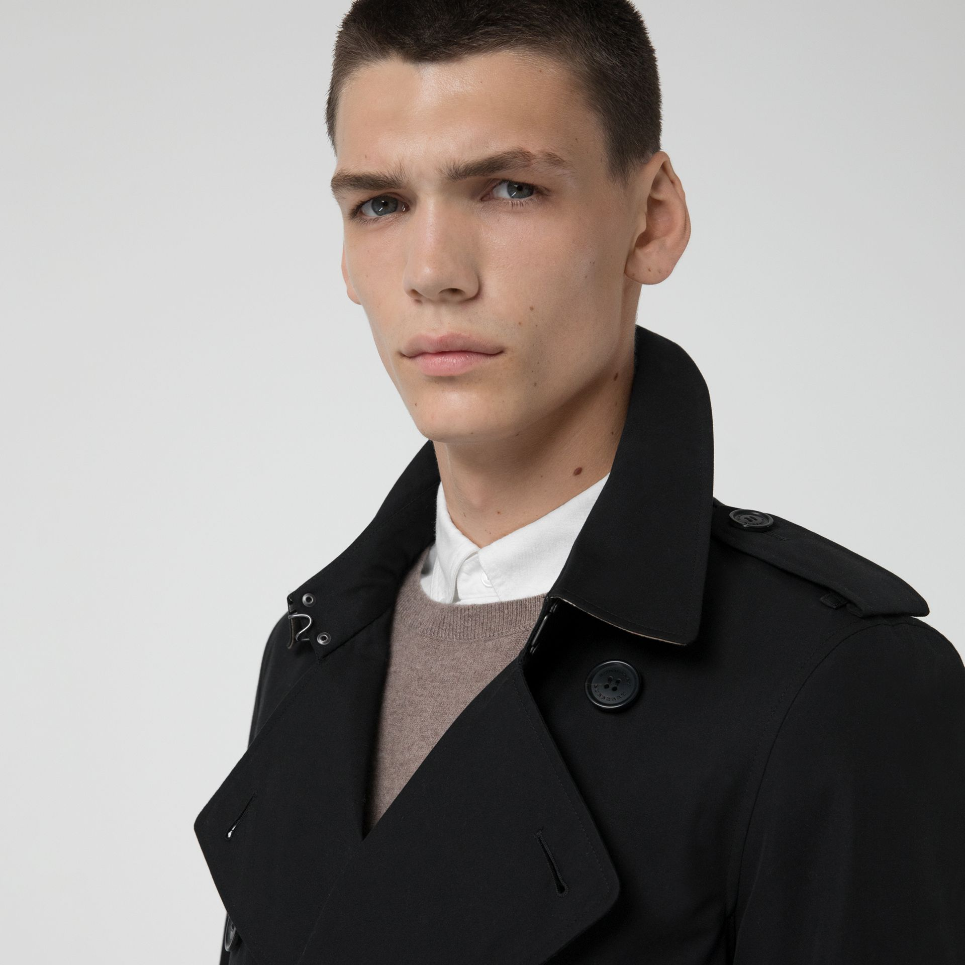 The Chelsea Heritage Trench Coat in Black - Men | Burberry Singapore - gallery image 5