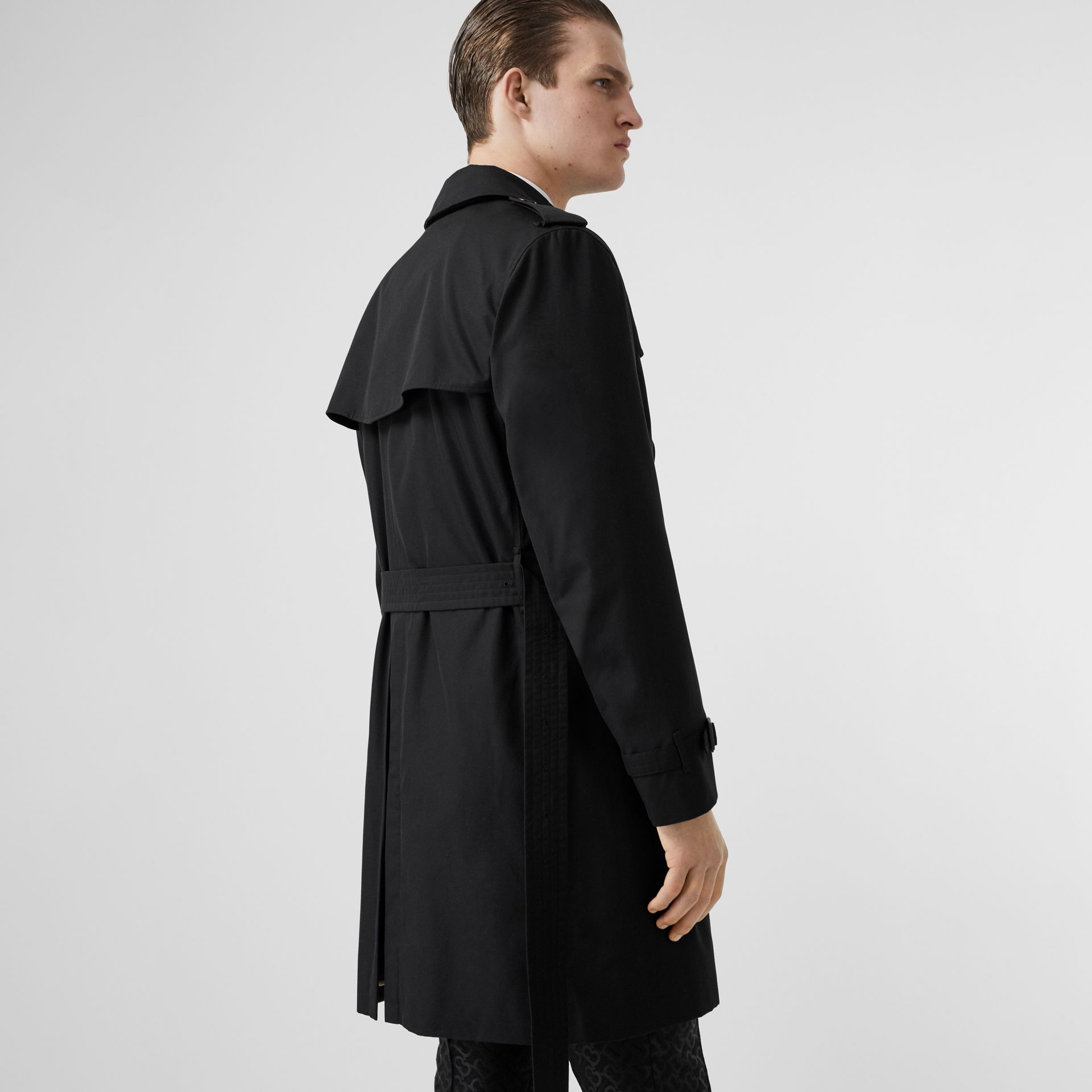 The Kensington Heritage Trench Coat in Black | Burberry Australia - gallery image 2