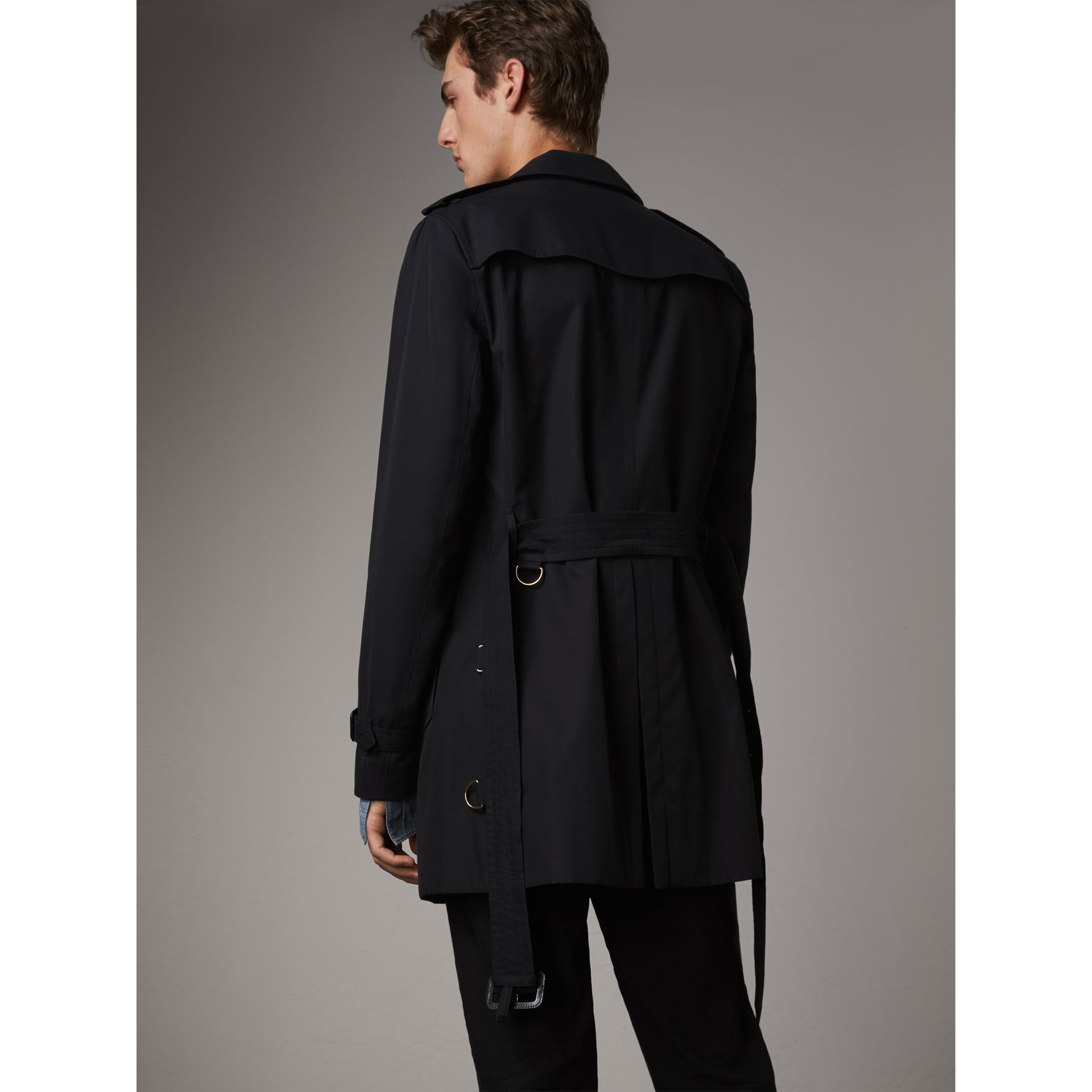 The Chelsea - Trench coat Heritage corto (Navy) - Uomo | Burberry - immagine della galleria 3
