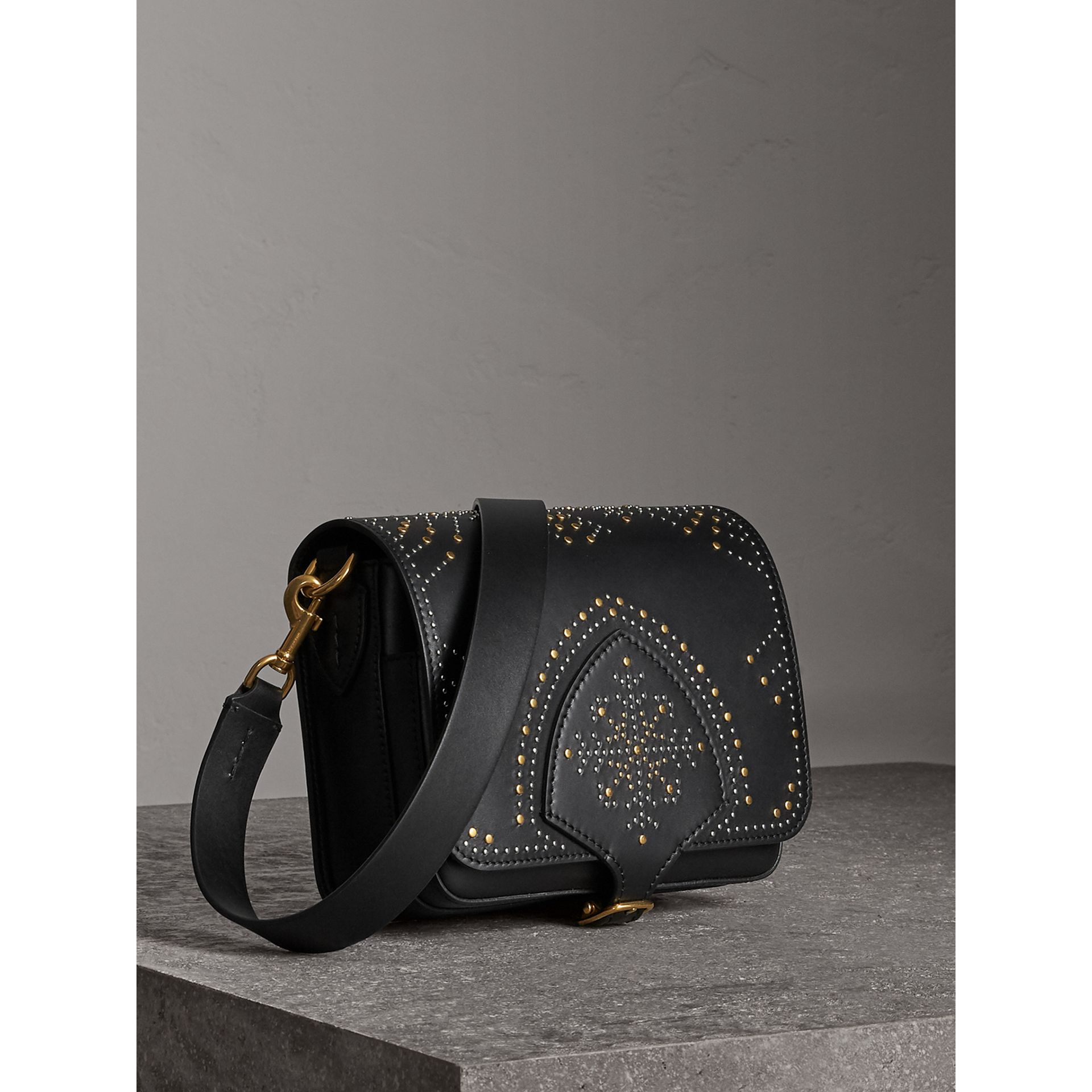 Sac The Satchel carré en cuir riveté (Noir) - Femme | Burberry - photo de la galerie 6