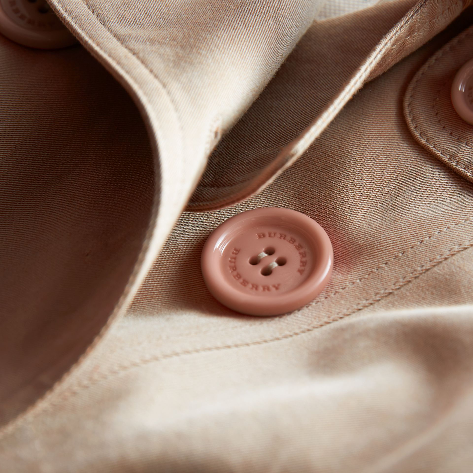 The Sandringham – Heritage Trench Coat in Stone - Girl | Burberry Singapore - gallery image 2