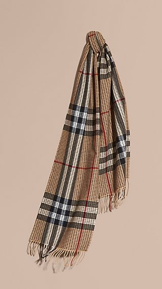The Classic Cashmere Scarf in Check with Topstitch Detail