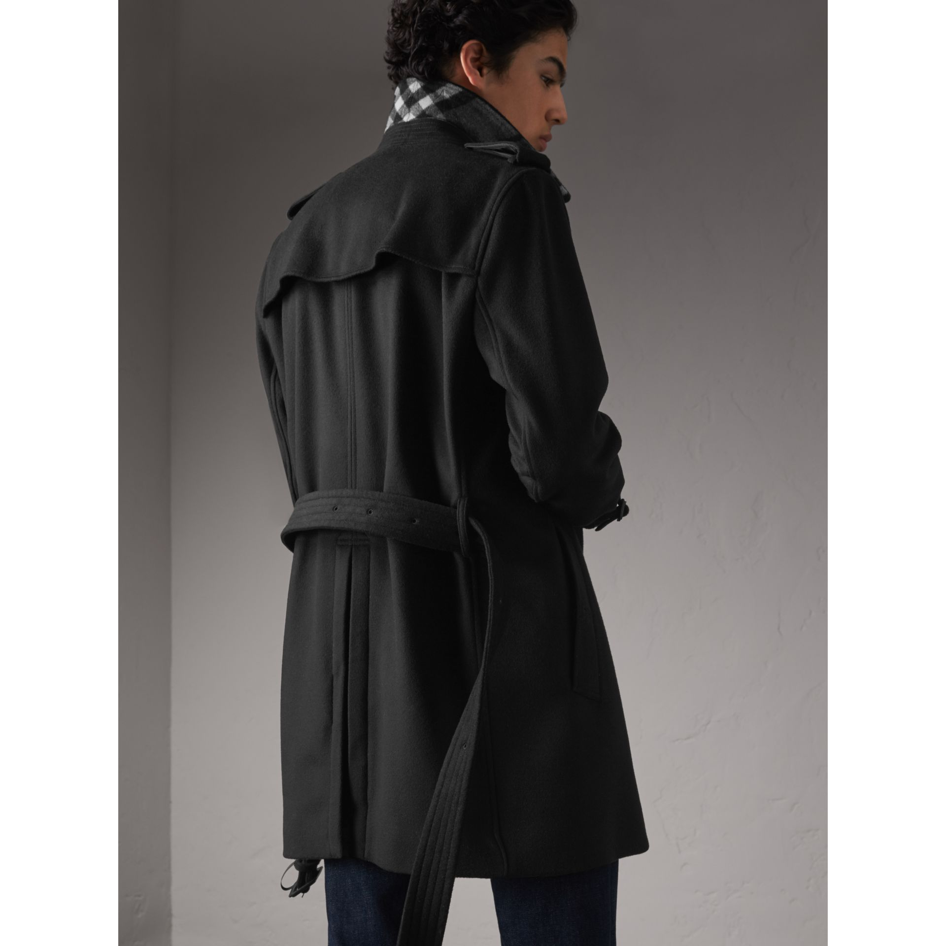 Trench-coat en laine et cachemire (Noir) - Homme | Burberry - photo de la galerie 3