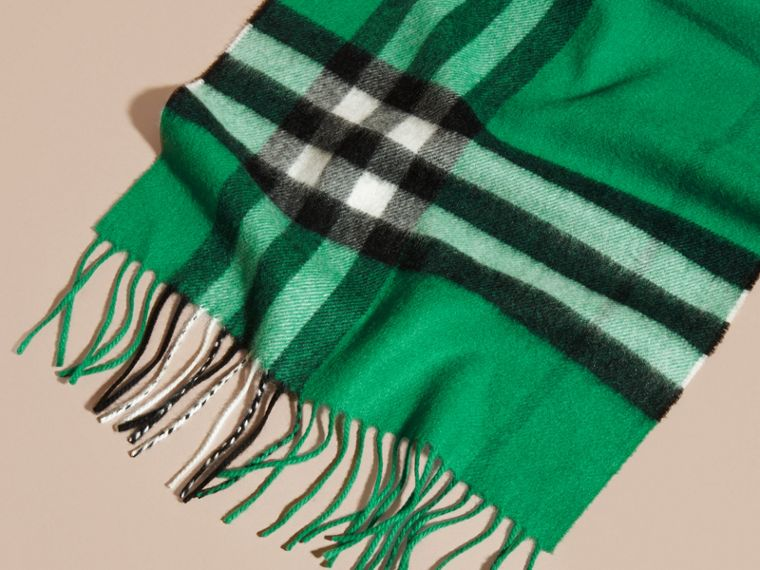 The Classic Cashmere Scarf in Check  in Emerald - cell image 4