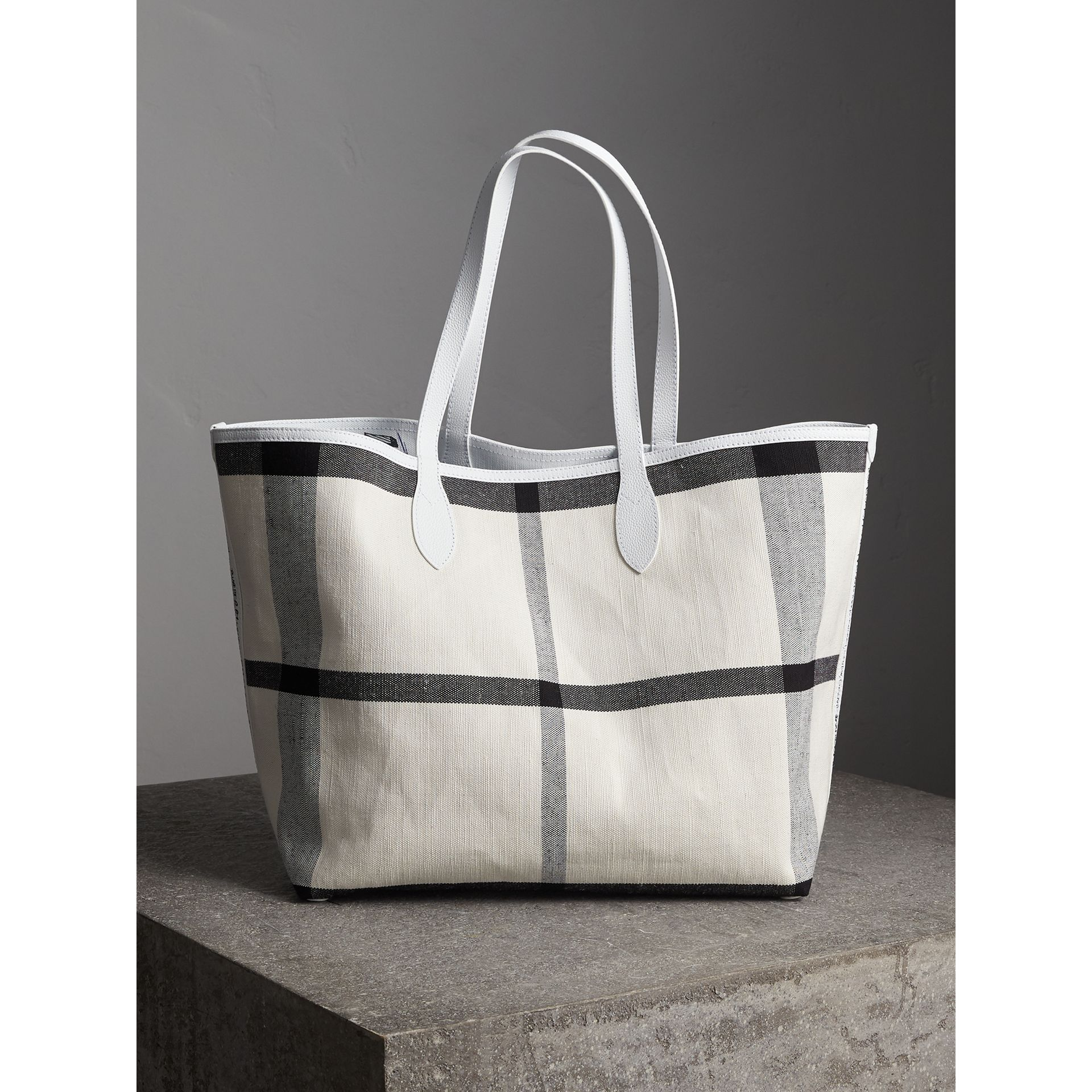 The Large Reversible Doodle Tote in White | Burberry Canada - gallery image 5