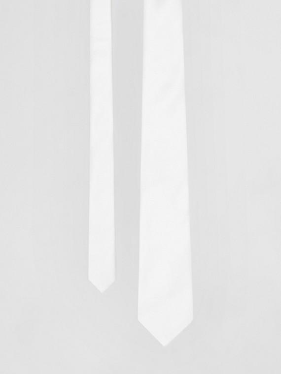 Gravata de seda com corte clássico (Branco Natural)