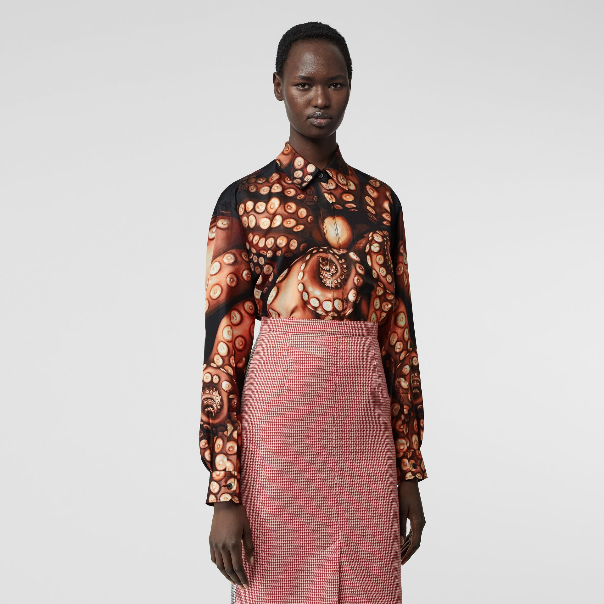 Oversize-Bluse aus Seidentwill mit Tintenfisch-Muster (Aprikosenrosa) - Damen | Burberry - Galerie-Bild 5