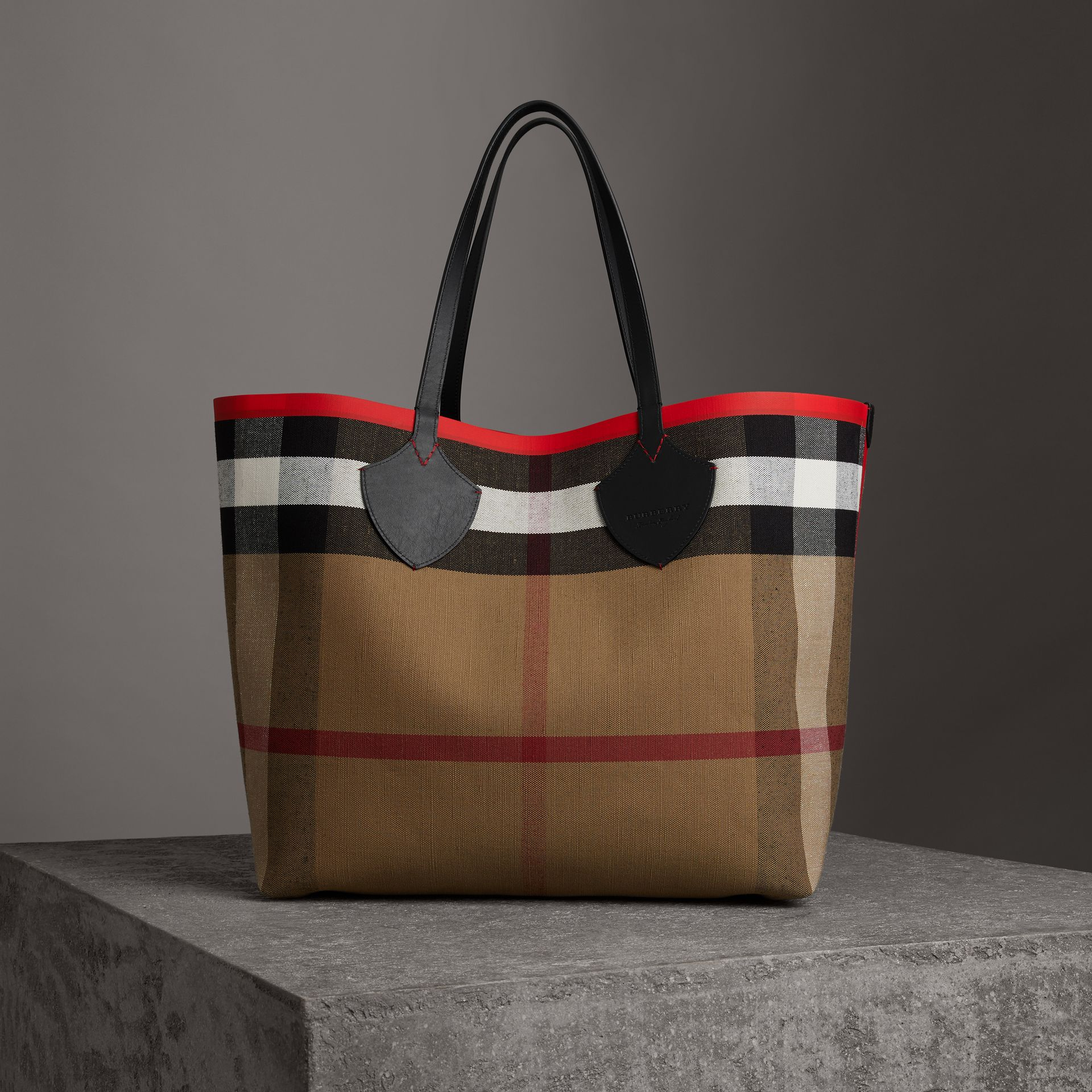The Giant Reversible Tote in Canvas Check and Leather in Military Red/classic | Burberry Canada - gallery image 0