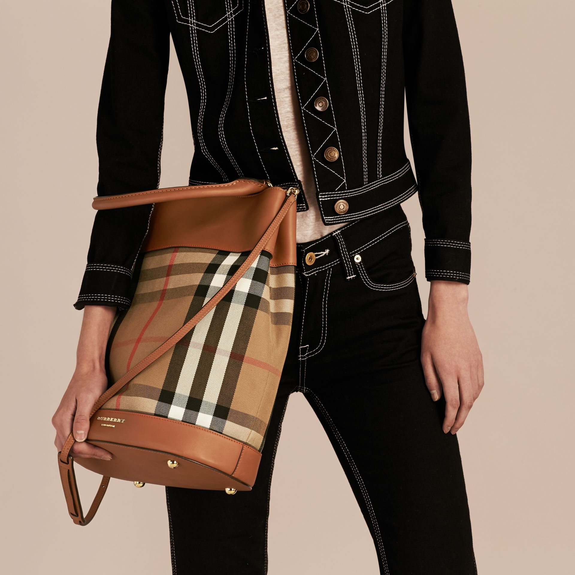 Light toffee The Bucket Bag in House Check and Leather Light Toffee - gallery image 3