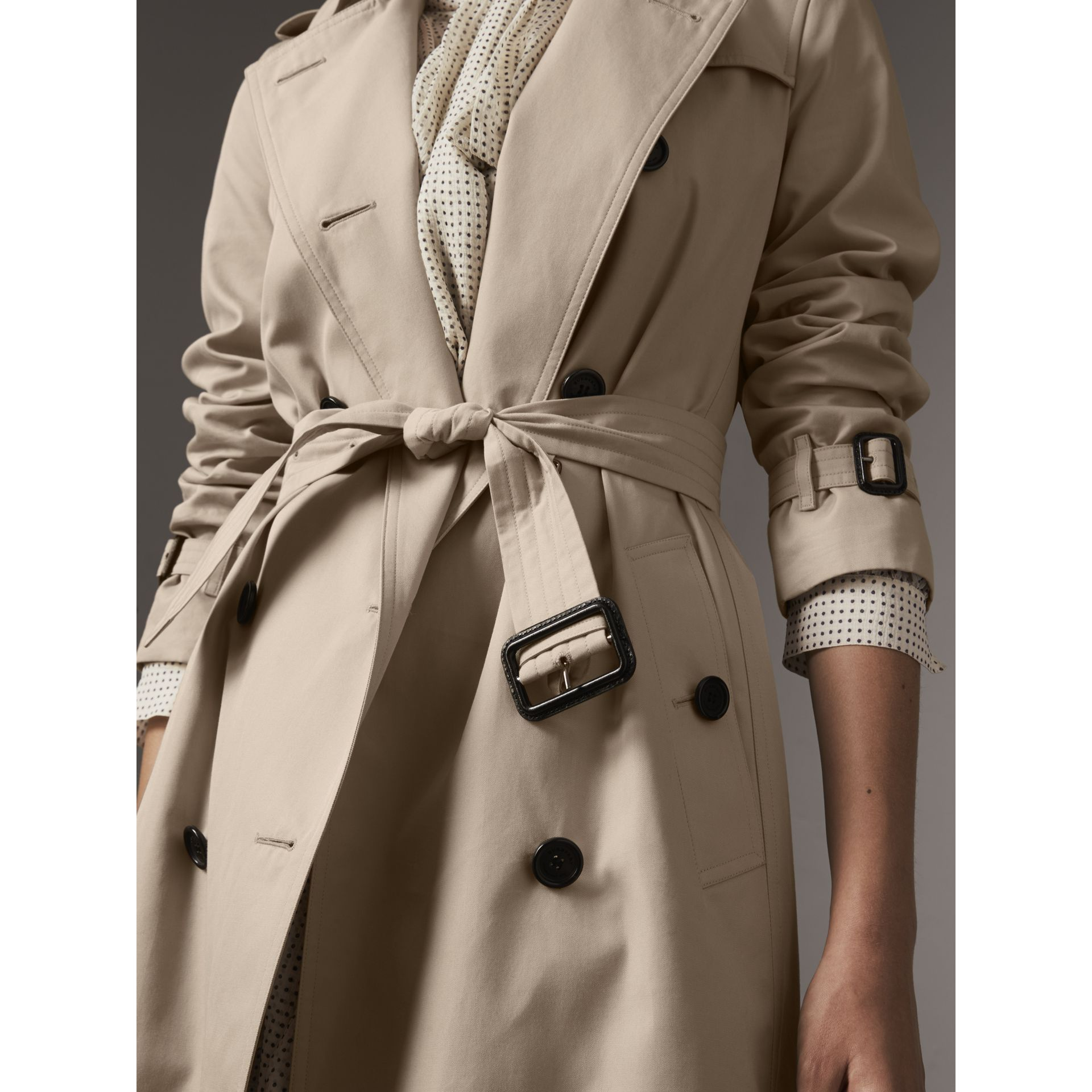 The Kensington – Mid-length Trench Coat in Stone - Women | Burberry United Kingdom - gallery image 5
