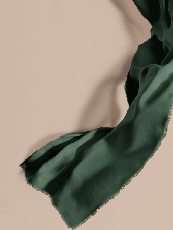 The Lightweight Cashmere Scarf Dark Forest Green