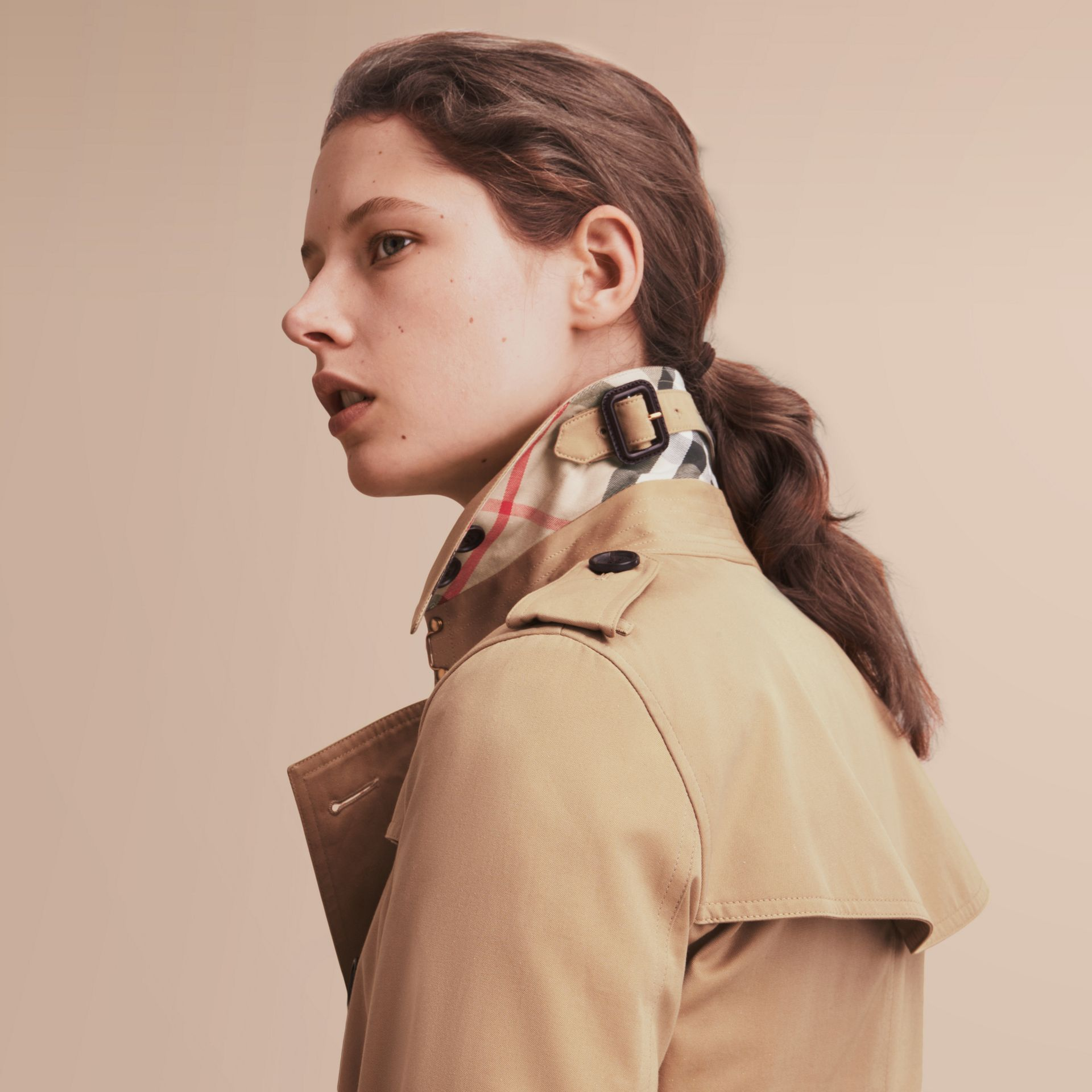 The Kensington – Extra-long Heritage Trench Coat in Honey - Women | Burberry Singapore - gallery image 6