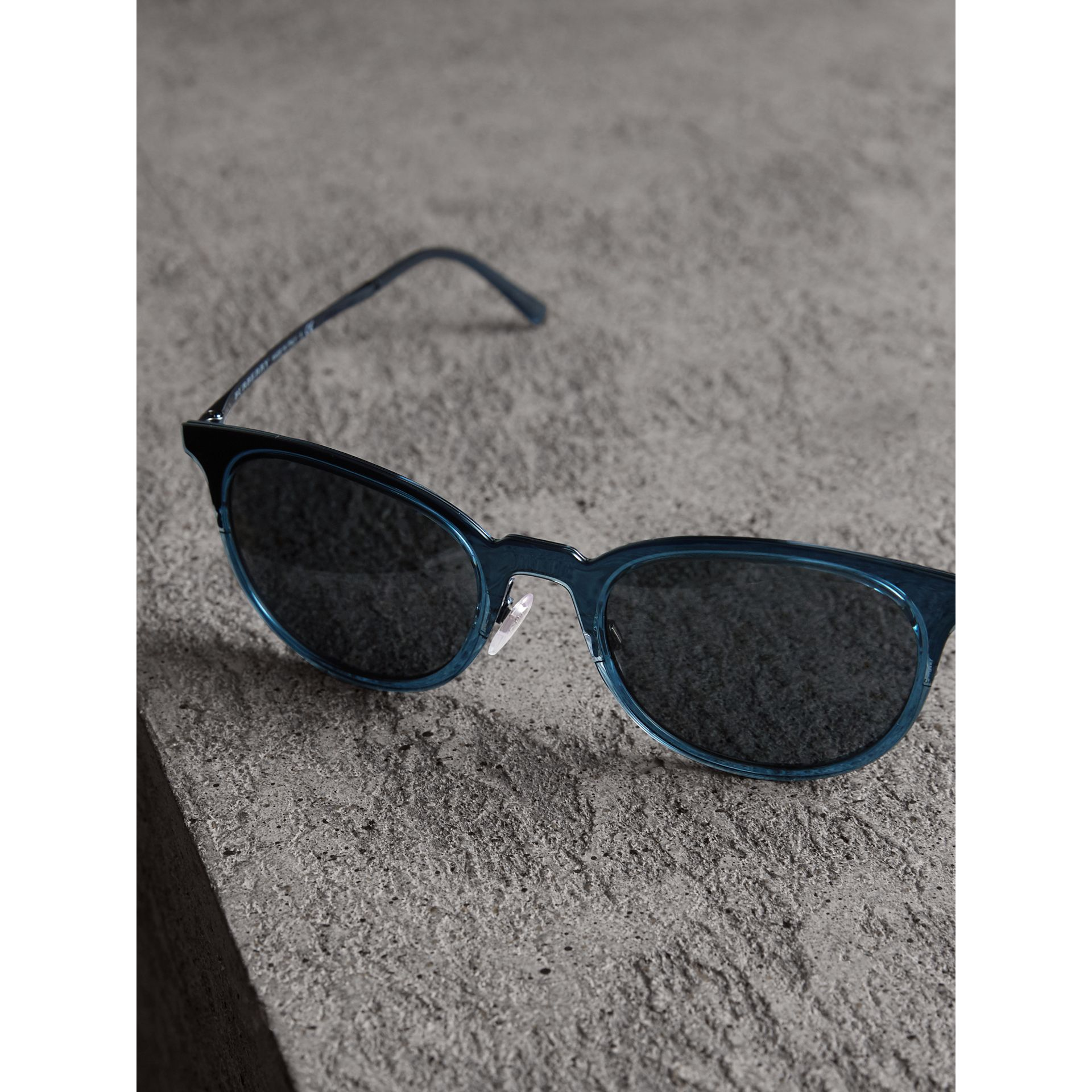 Round Frame Sunglasses in Blue - Men | Burberry Singapore - gallery image 2