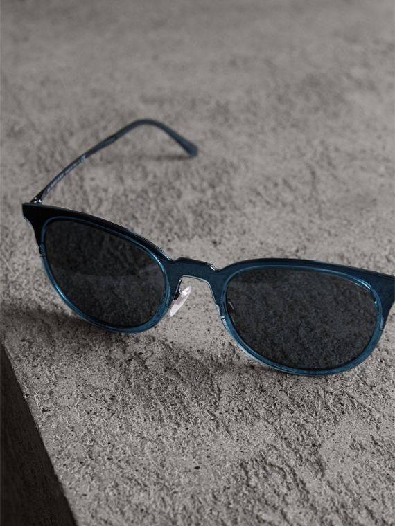 Round Frame Sunglasses in Blue - Men | Burberry Singapore - cell image 2