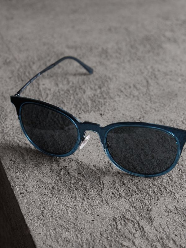 Round Frame Sunglasses in Blue - Men | Burberry Canada - cell image 2