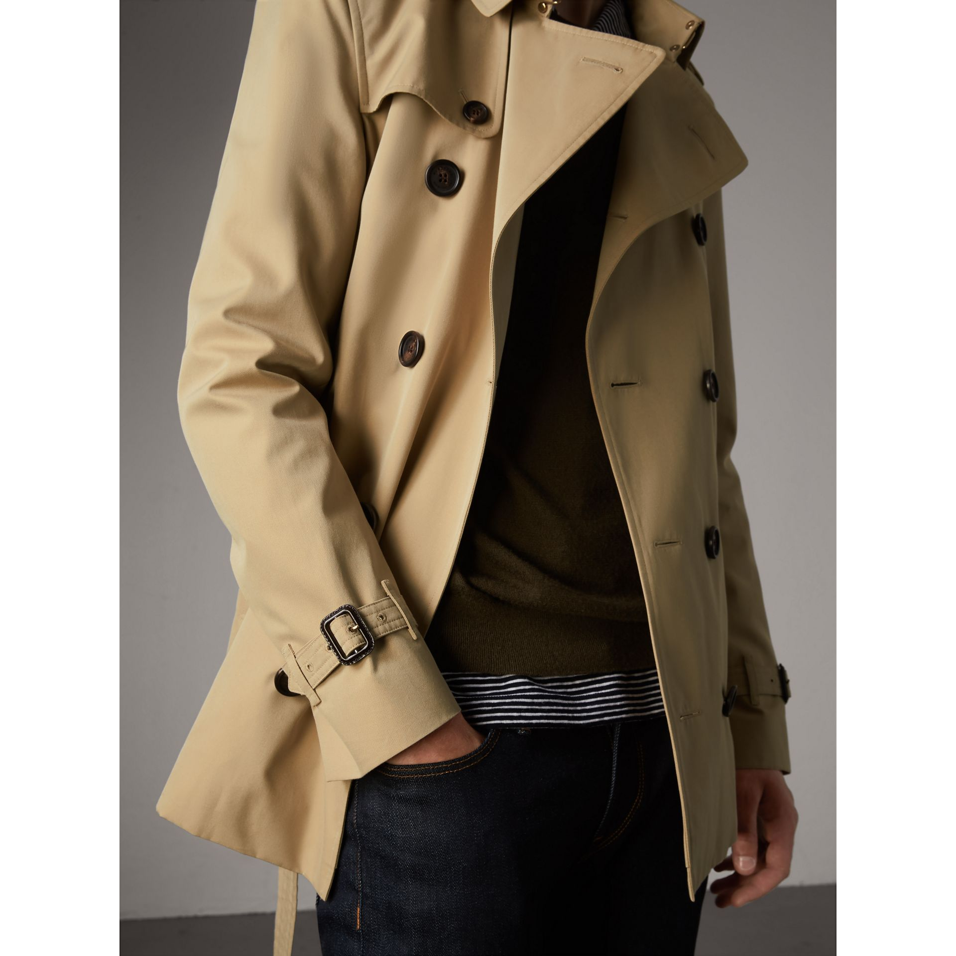 The Sandringham – Short Heritage Trench Coat in Honey - Men | Burberry - gallery image 7