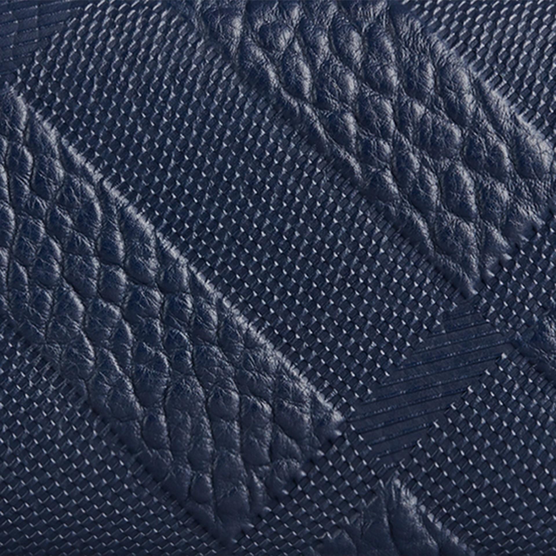 Bleu carbone Portefeuille continental en cuir à motif check estampé Bleu Carbone - photo de la galerie 2