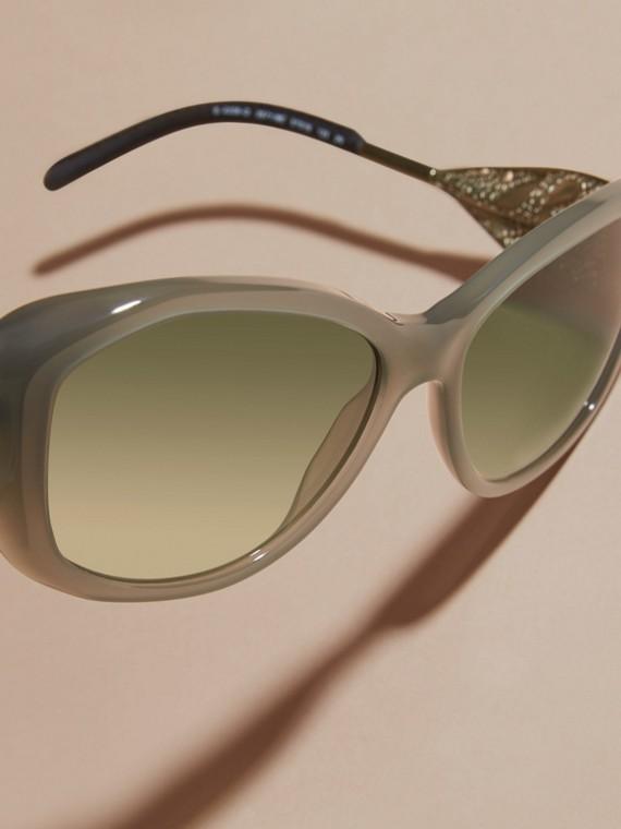 Verde ópalo Gafas de sol con montura cuadrada de la colección Encaje de gabardina Verde Ópalo - cell image 2