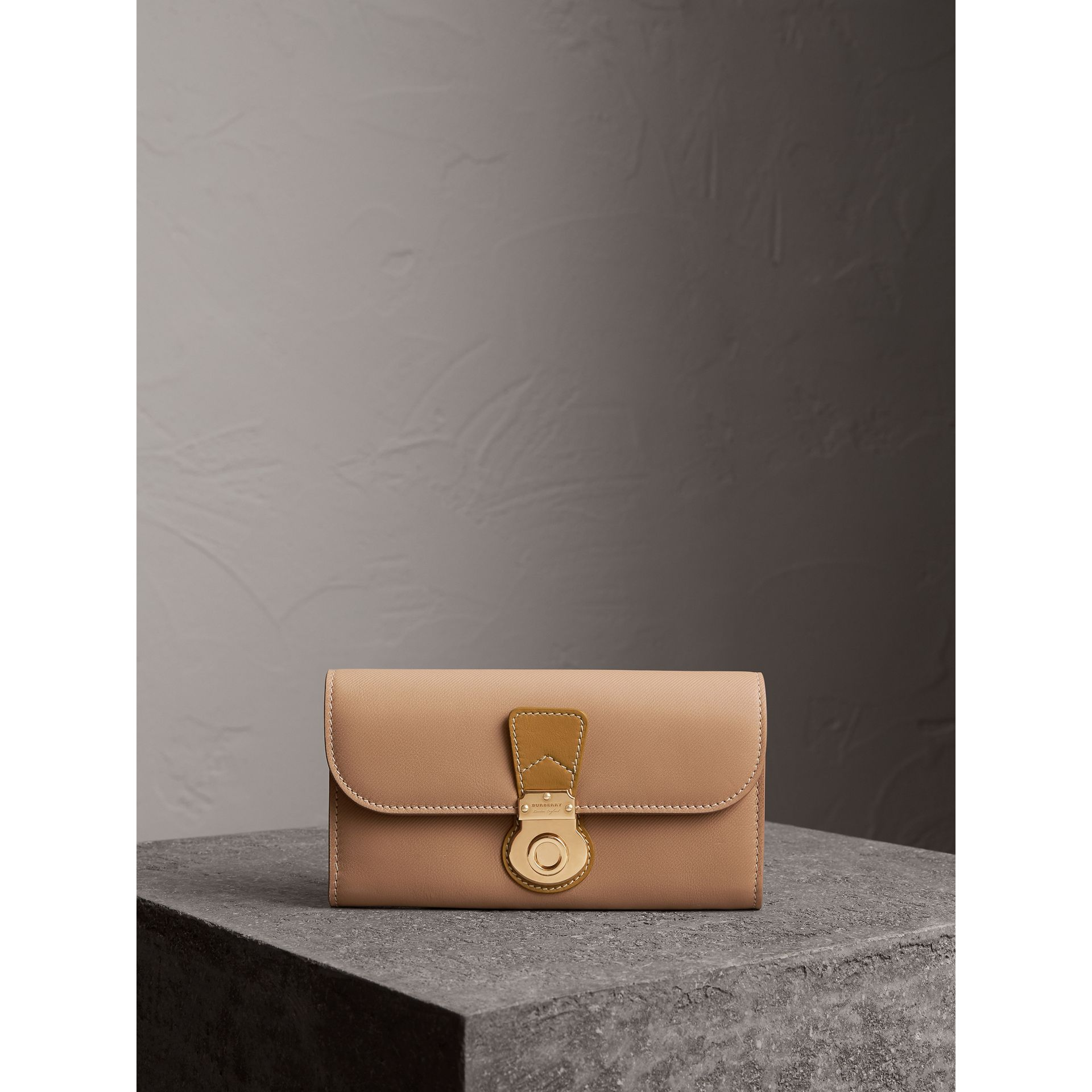 Two-tone Trench Leather Continental Wallet in Ochre Yellow/honey - Women | Burberry Australia - gallery image 4