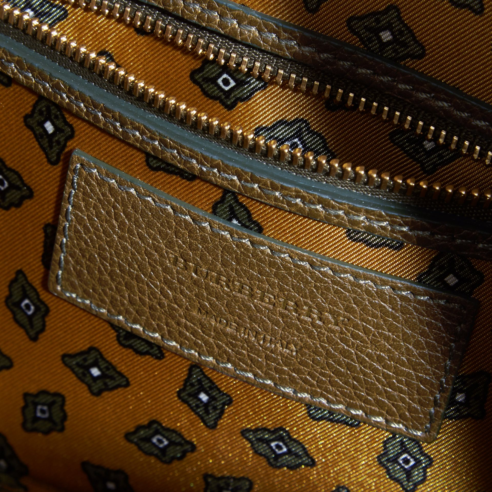 Olive green Grainy Leather Washbag Olive Green - gallery image 2