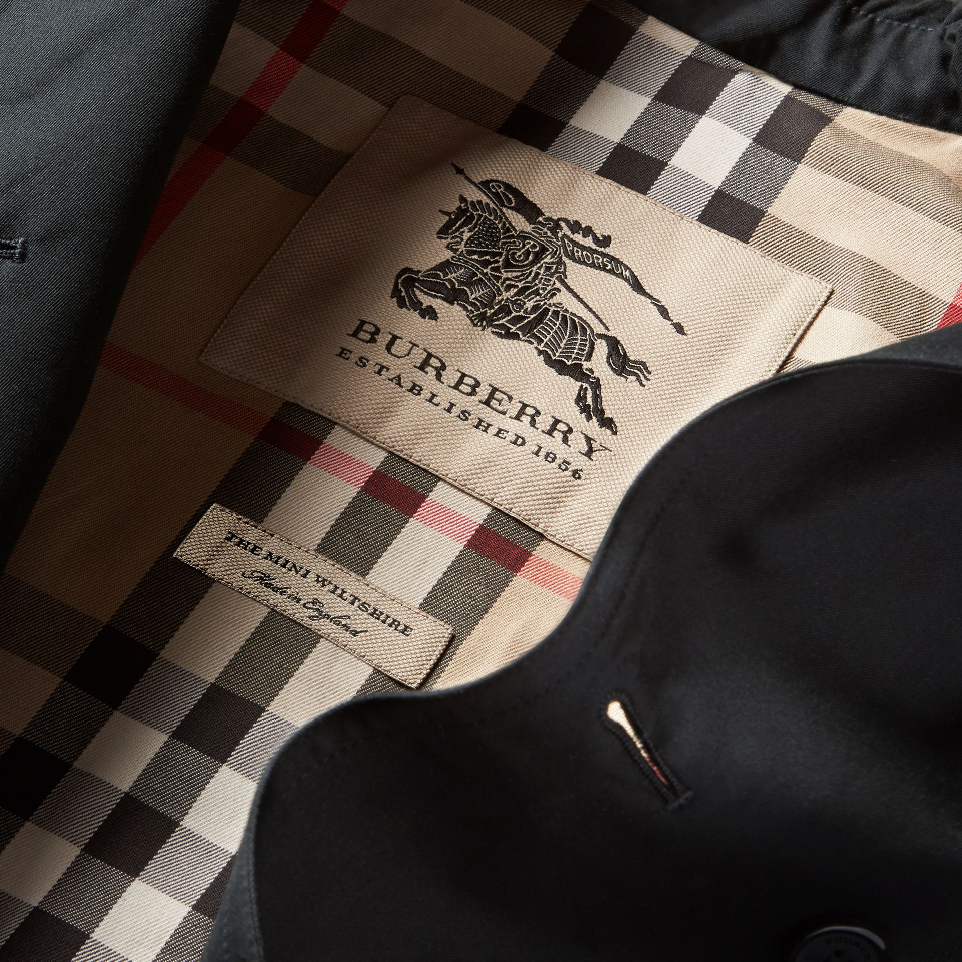 The Wiltshire – Heritage Trench Coat in Black - Boy | Burberry - gallery image 7