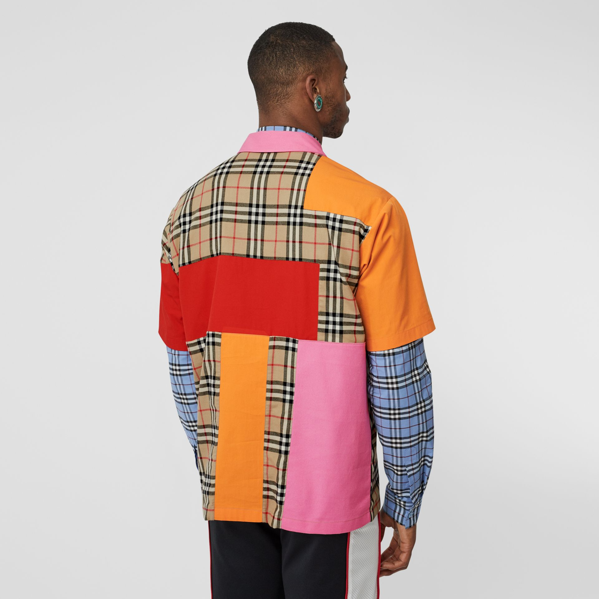 Short-sleeve Colour Block Vintage Check Cotton Shirt in Archive Beige - Men | Burberry Hong Kong S.A.R - gallery image 2