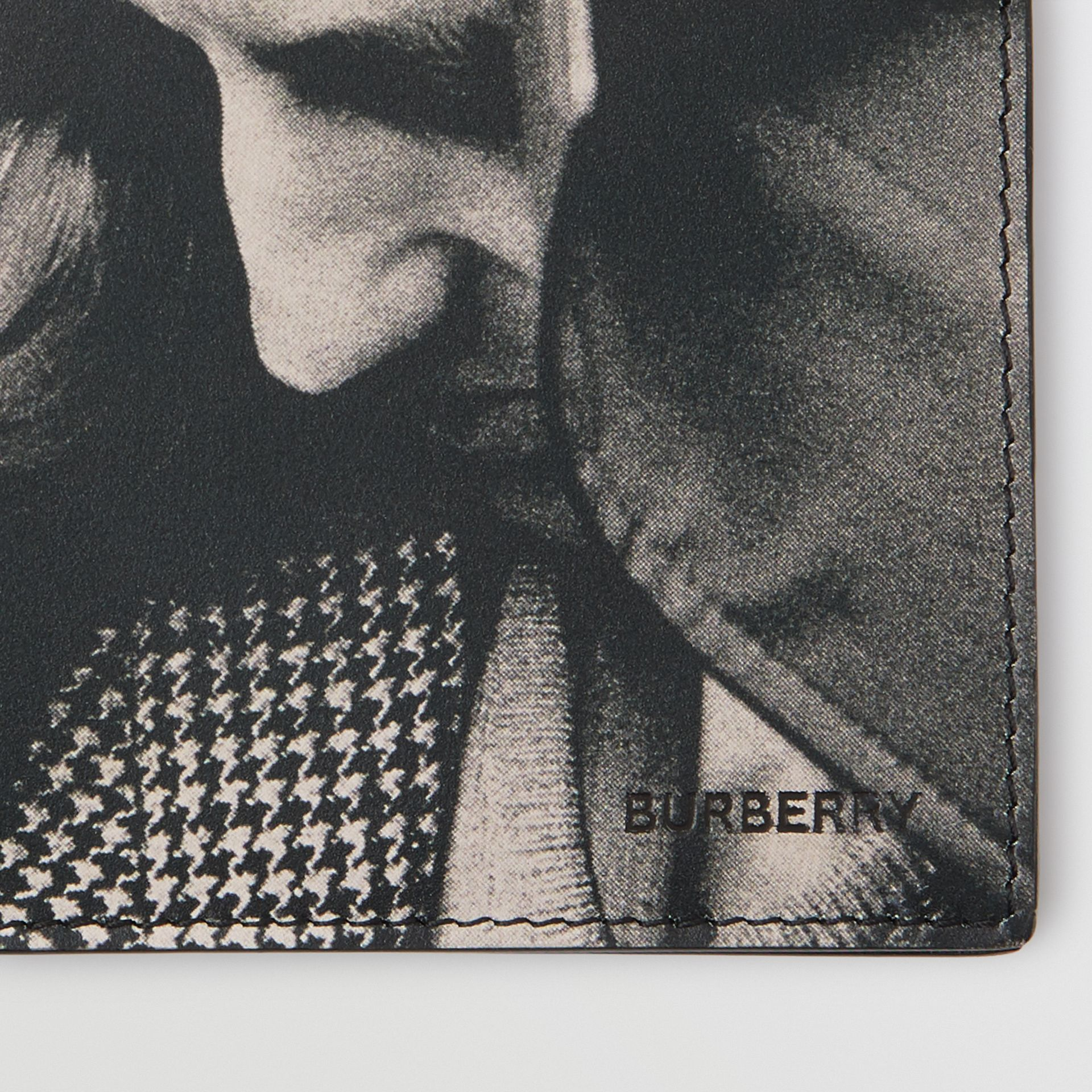 Archive Campaign Print International Bifold Wallet in Black/white | Burberry - gallery image 1