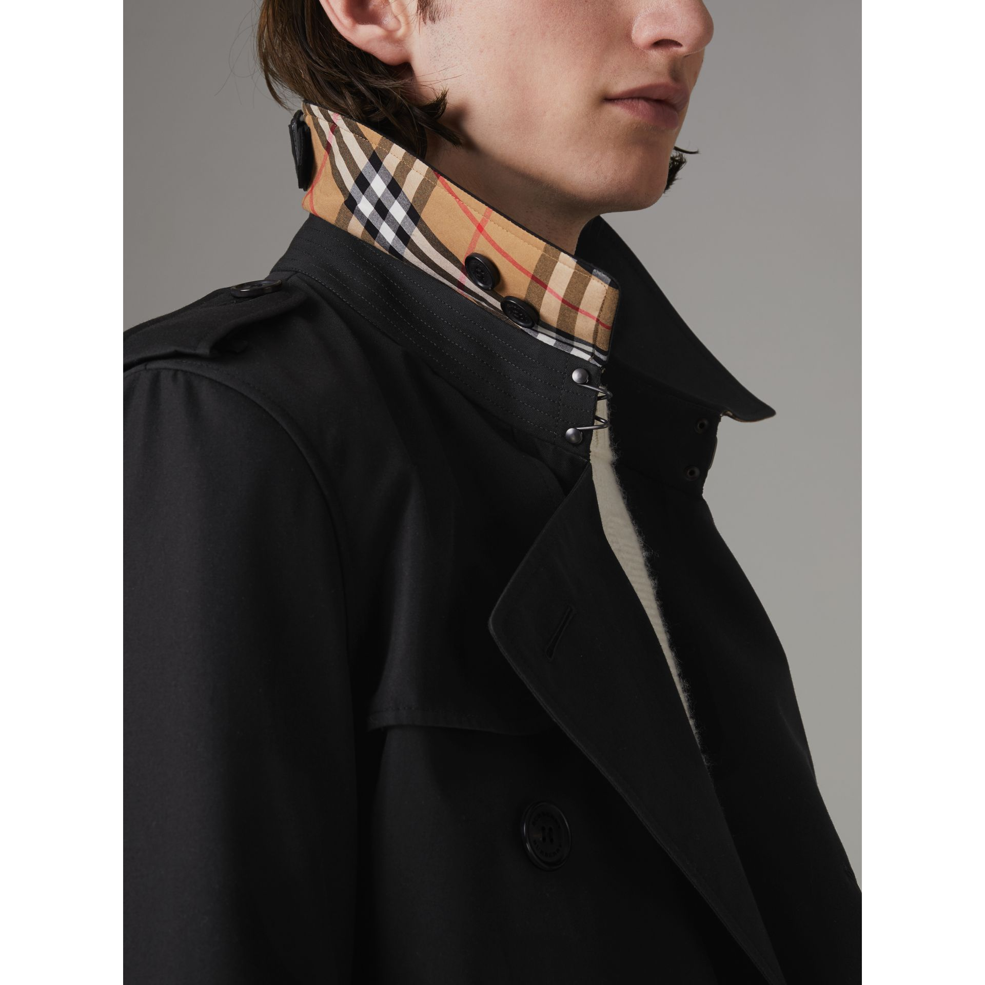 The Chelsea Heritage Trench Coat in Black - Men | Burberry United Kingdom - gallery image 4