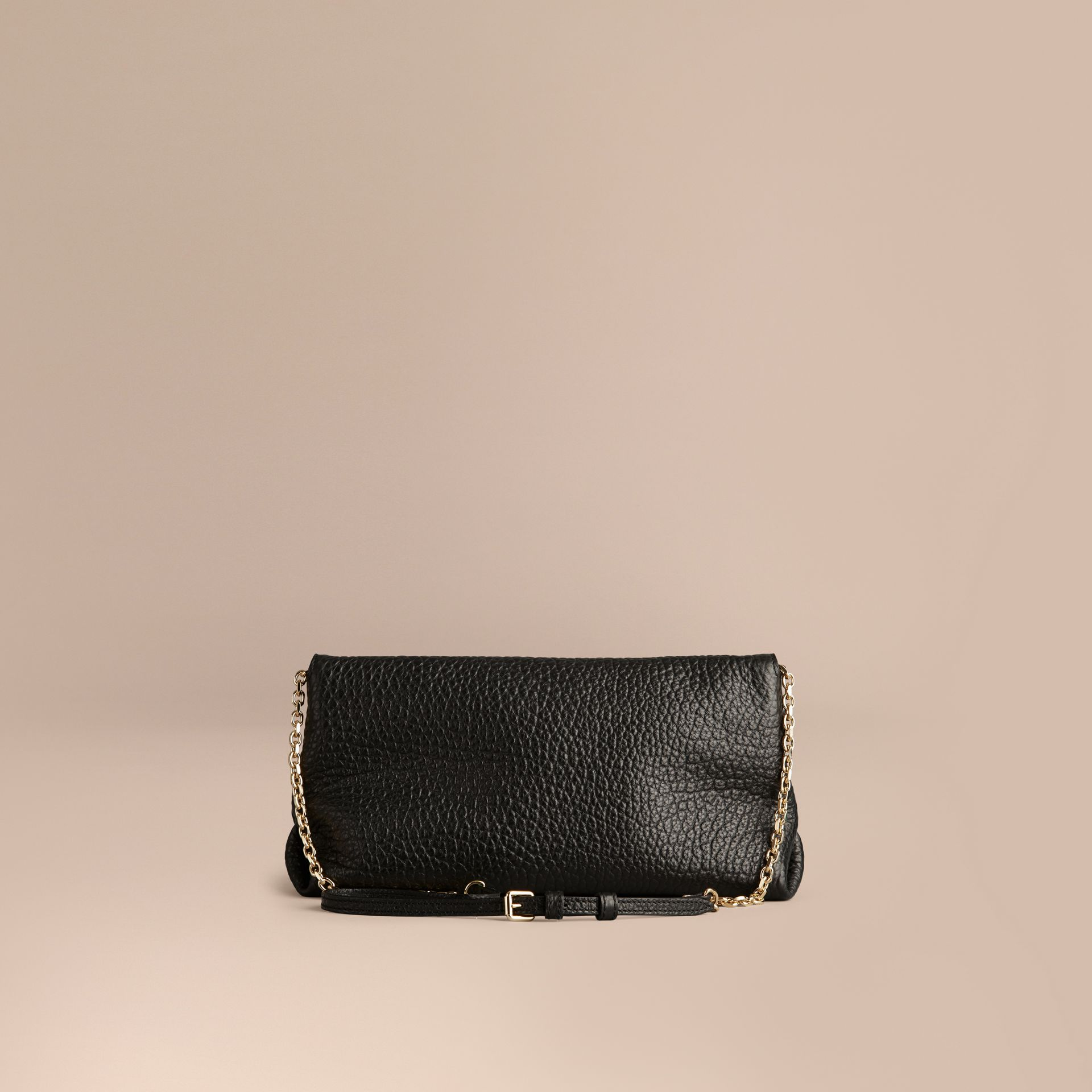 Noir Clutch medium en cuir grainé emblématique - photo de la galerie 4