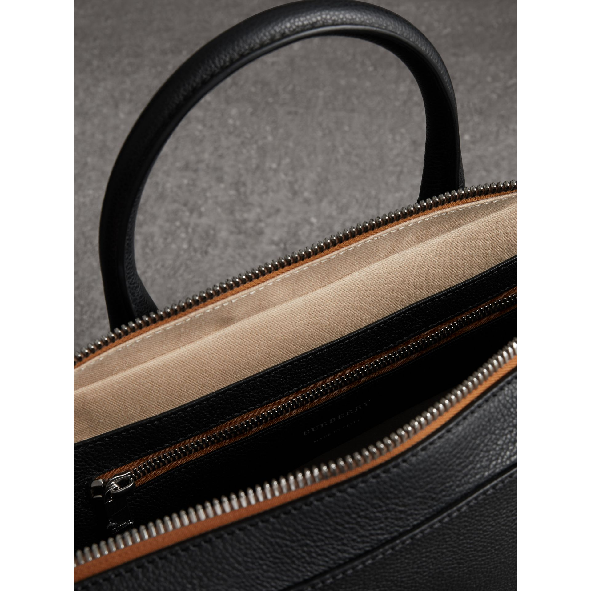 Attaché-case en cuir grainé (Noir) - Homme | Burberry Canada - photo de la galerie 5