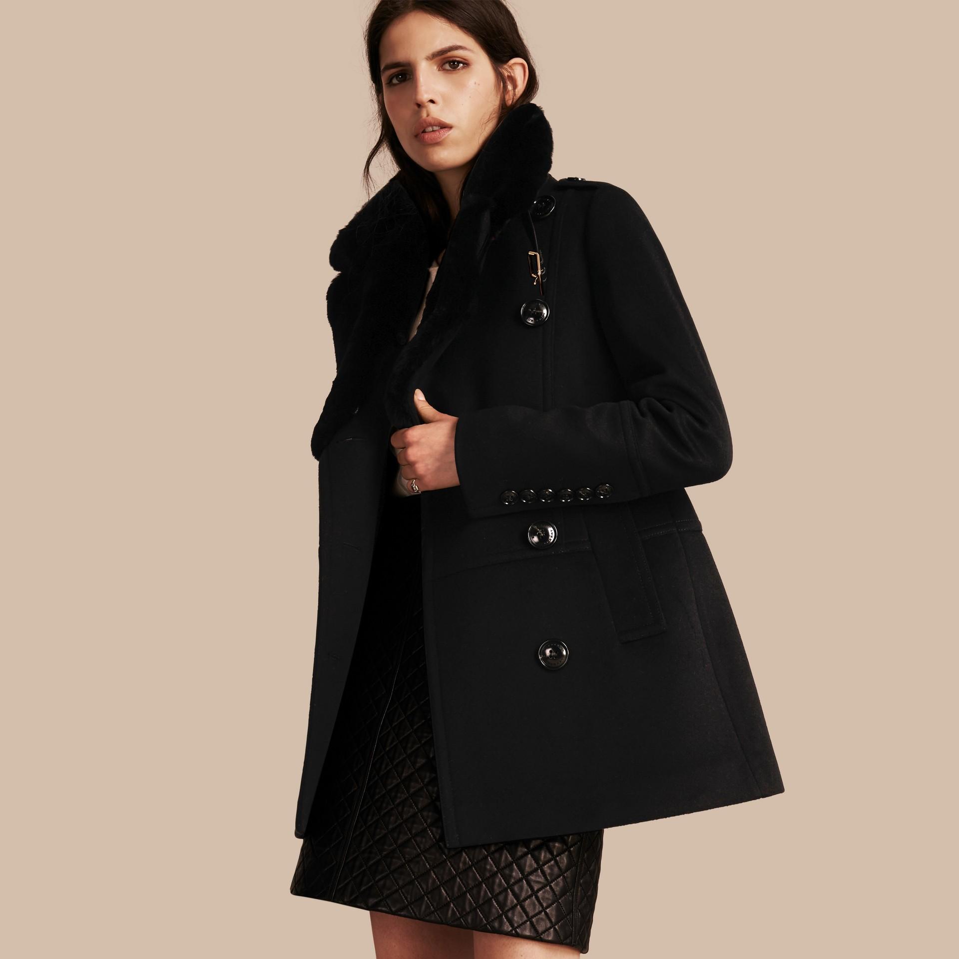 Nero Pea coat in lana e cashmere con collo amovibile in pelliccia - immagine della galleria 1