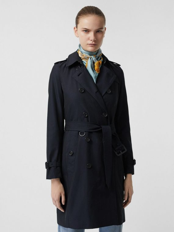 Trench coat de gabardine tropical com corte Kensington (Azul Carbono)