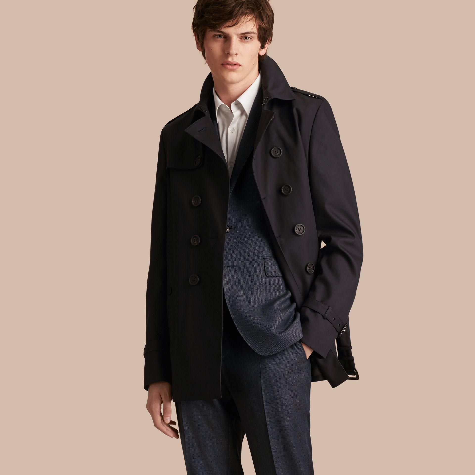 Encre Trench-coat court en gabardine de coton - photo de la galerie 1