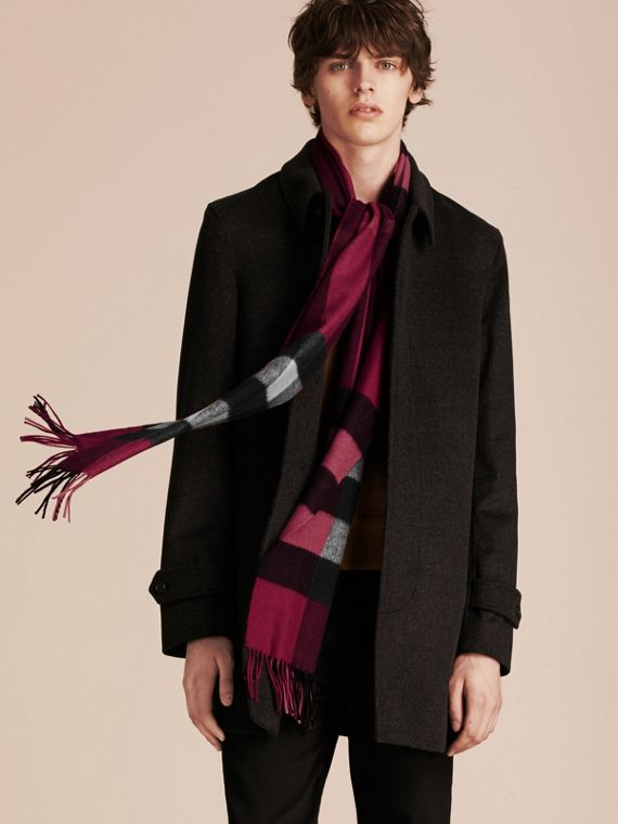 The Large Classic Cashmere Scarf in Check in Plum | Burberry - cell image 3