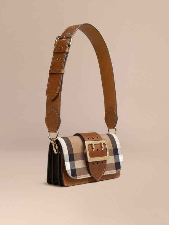 The Small Buckle Bag aus House Check-Gewebe und Leder Hellbraun